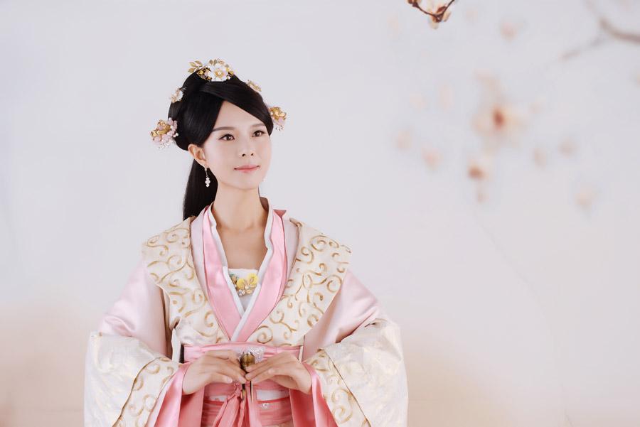 漢服の中国人女性の写真